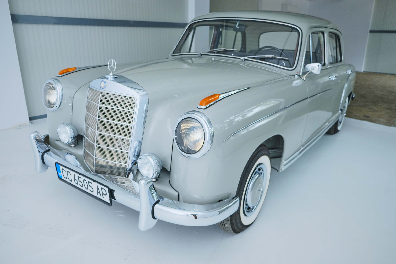 Mercedes-Benz Ponton 220 S